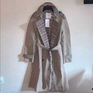 Fashion forward Khaki trench coat W plaid lining